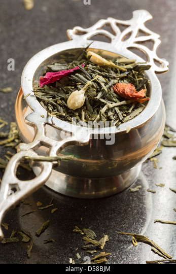 Tea strainer with jasmine and rose green tea - Stock Image