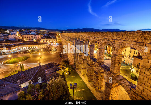 Segovia, Spain at the ancient Roman aqueduct at Plaza del Azoguejo. - Stock-Bilder
