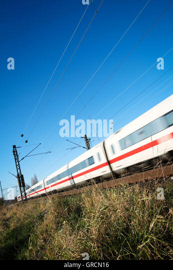 Propelled Intercity Train - Stock-Bilder