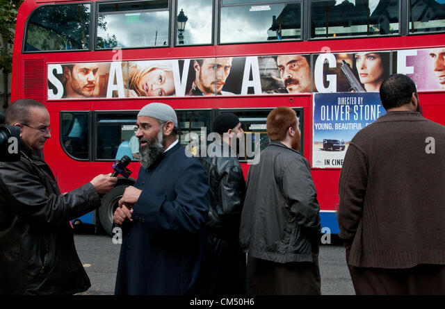 London, UK. 05/10/70. Anjem Choudary and his Islamist supporters protesting against the Extradition of Abu Hamza - Stock Image