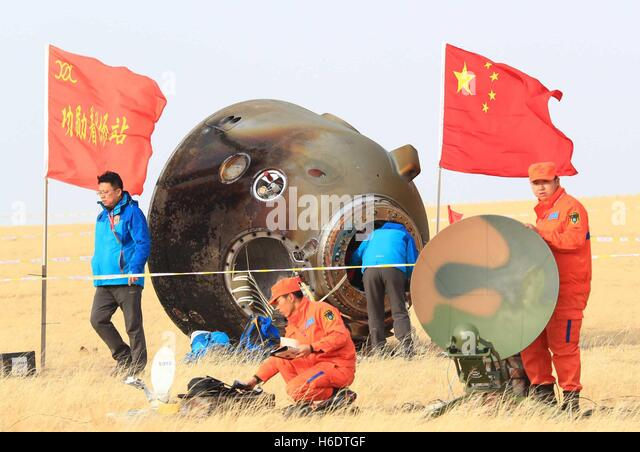Siziwang Banner. 18th Nov, 2016. The return capsule of China's Shenzhou-11 spacecraft is seen on the main landing - Stock Image