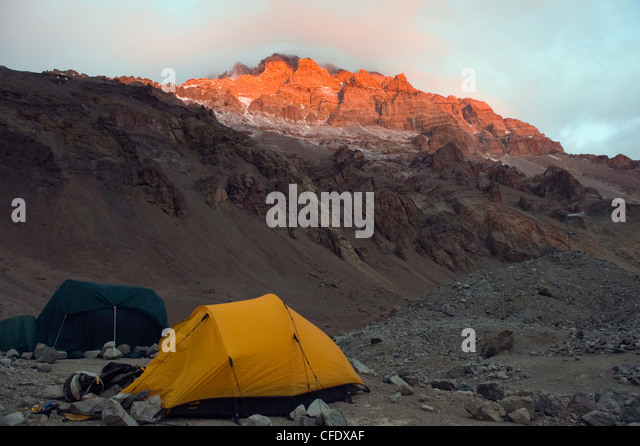 Tents at Plaza de Mulas base camp, Aconcagua, Aconcagua Provincial Park, Andes mountains, Argentina - Stock Image