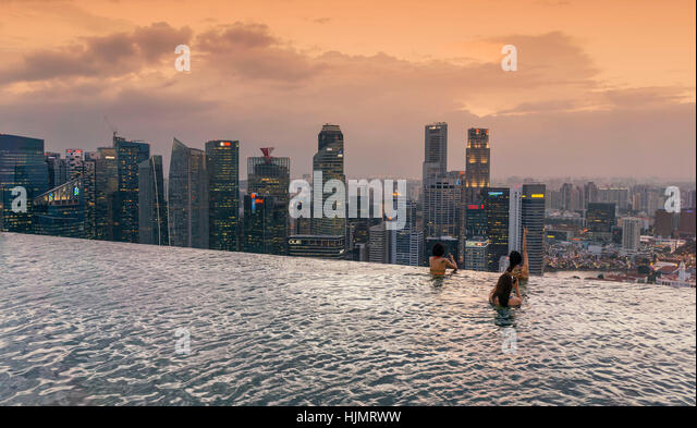 Marina Bay Sands , Infinity pool, Roof Terasse, Sunset, Skyline, Asian Tourists, Marina Bay, Singapore, Singapur, - Stock Image