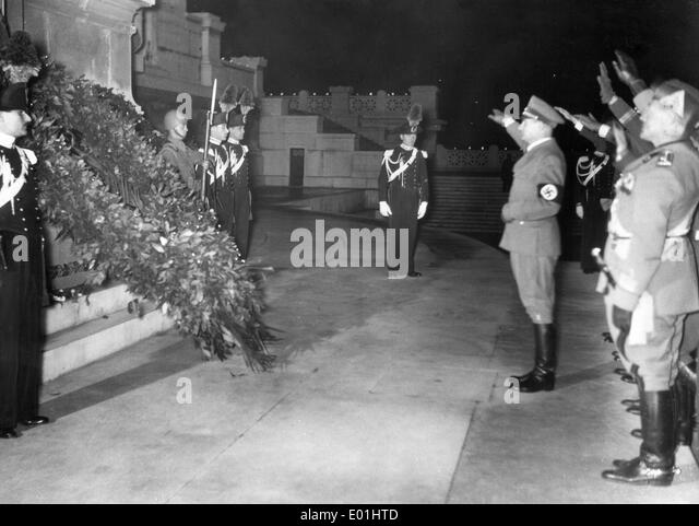 Rudolf Hess at the Tomb of the Unknown Soldier in Rome, 1937 - Stock Image