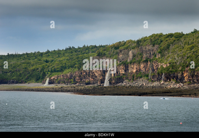 Waterfalls pouring into the Bay of Fundy from the north shore at Digby Gut Nova Scotia - Stock Image