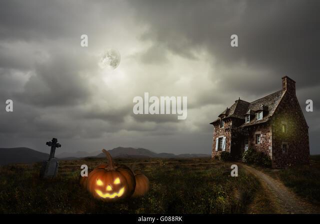 Apocalyptic Halloween scenery with old house pumpkin - Stock Image