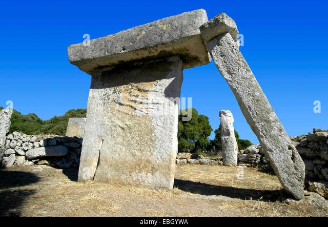 archeological site of Talati de Dalt with a megalithic taula, Spain, Balearen, Menorca, Talati de Dalt - Stock Image