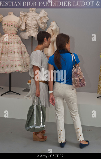 Dior Shop Business Stock Photos & Dior Shop Business Stock ...