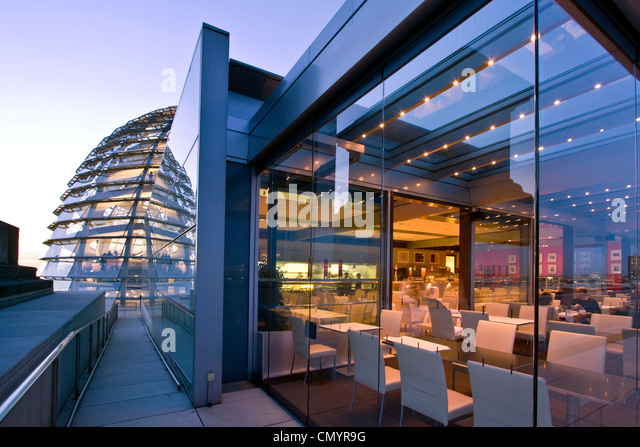 Berlin, Reichstag buidling roof terasse cupola by Sir Norman forster at twilight, Restaurant Kaefer - Stock Image