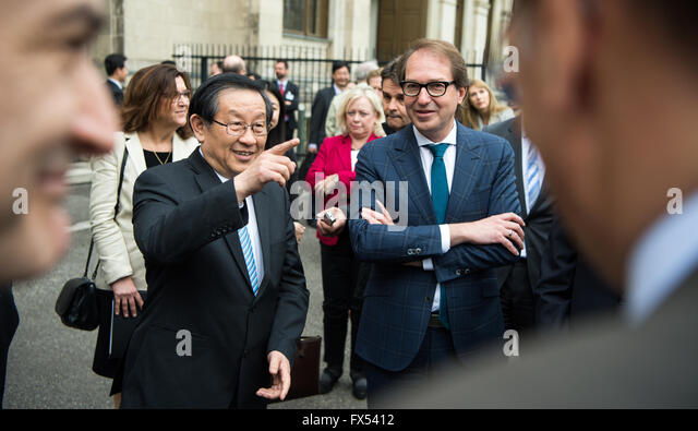 Berlin, Germany. 12th April, 2016. German Minister of Transport Alexander Dobrindt (CSU, r) and Chinese Minister - Stock Image