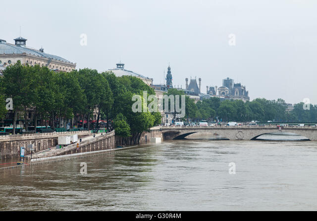 Flood décrease, Seine river, quai de la Mégisserie, Paris, 06/06/2016 - Stock Image