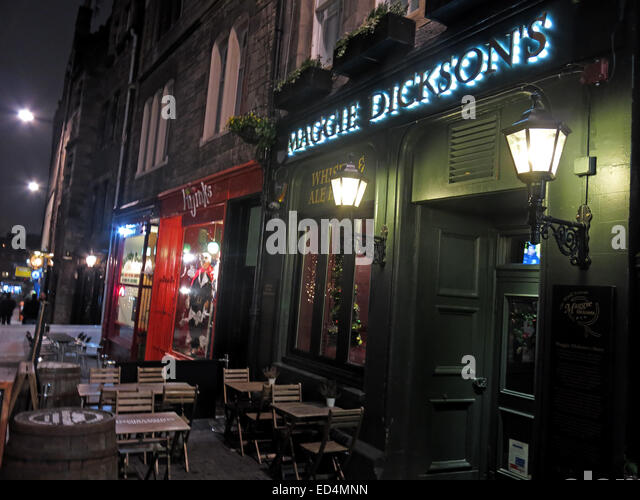 Maggie Dicksons pub Grassmarket at night, Edinburgh, Scotland, UK - Half Hangit' Maggie - Stock Image