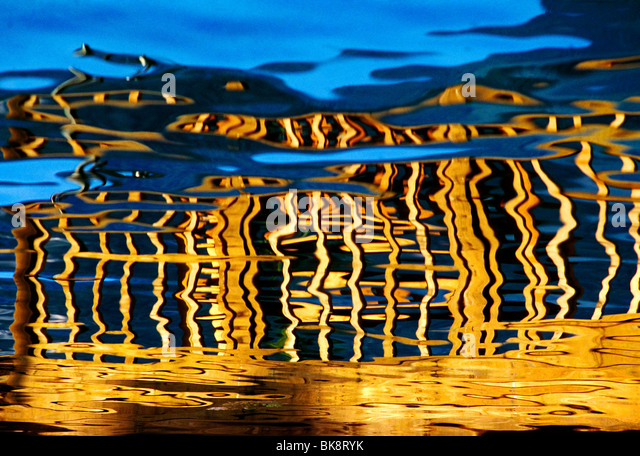 Unterach on Altersee, colorful reflections in an alpine lake, Tyrol Region, Austria - Stock-Bilder