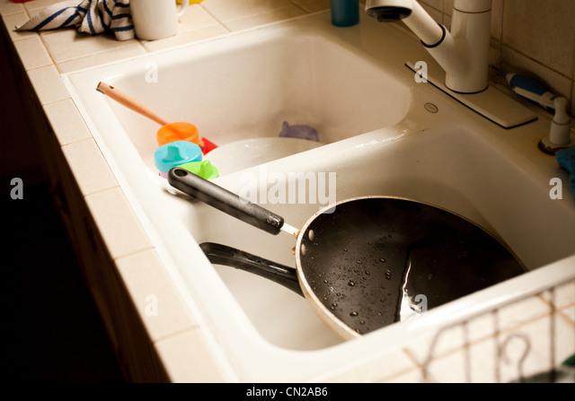Frying pan in kitchen sink - Stock-Bilder