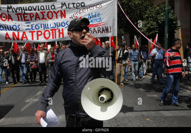 Athens, Greece. 6th May, 2016. Protesters chant anti austerity slogans in front of the Greek parliament in central - Stock Image