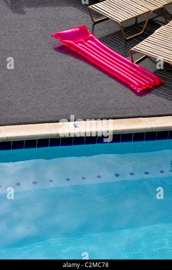 Swimming pool and inflatable raft - Stock-Bilder