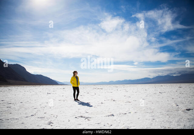 Trekker walking in Death Valley National Park, California, US - Stock-Bilder