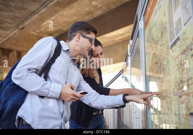 Couple looking at subway map, Los Angeles, California, USA - Stock Image