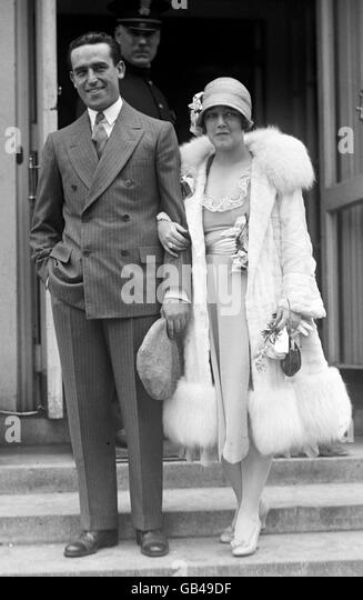 HAROLD LLOYD with wife Mildred Davis in 1925 - Stock Image