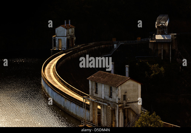 The Eguzon hydroelectric dam on the river Creuse, central France - Stock Image