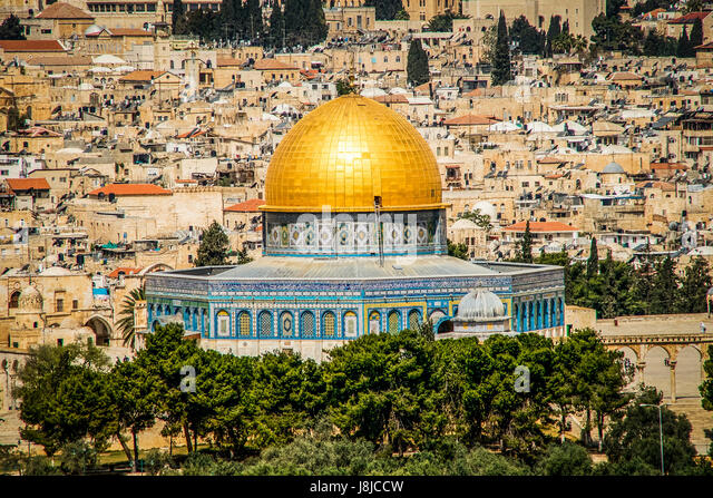 The Dome of the Rock s an Islamic shrine located on the Temple Mount in the Old City of Jerusalem. - Stock Image