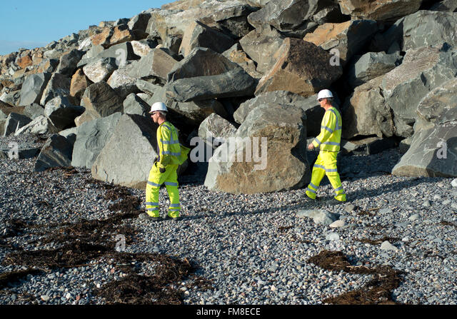 workmen at flood defences at Borth, Aberystwyth, site of TV drama Hinterland, - Stock Image