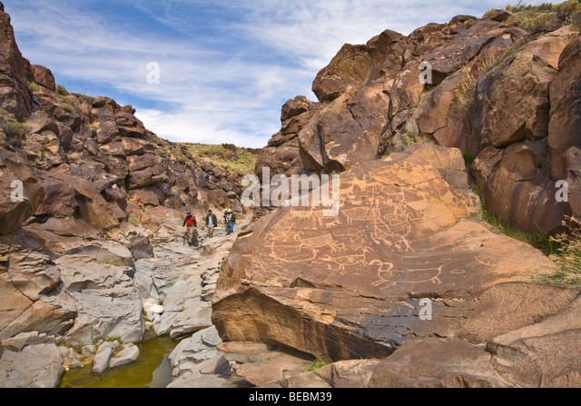 Hikers on tour of Little Petroglyph Canyon, on the China Lake Naval Air Weapons Station, Ridgecrest, California, - Stock Image