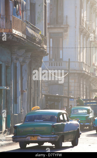 Vintage American car taxi on Avenue Colon during morning rush hour soon after sunrise, Havana Centro, Cuba, West - Stock Image