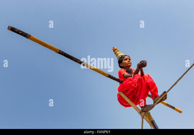 Child rope walker, Pushkar, Rajasthan, India - Stock-Bilder