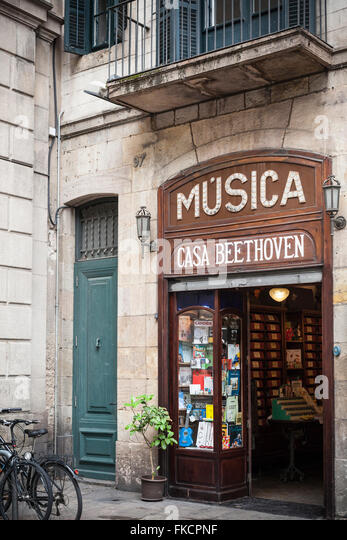 Music shop stock photos music shop stock images alamy for Casa luthier barcelona
