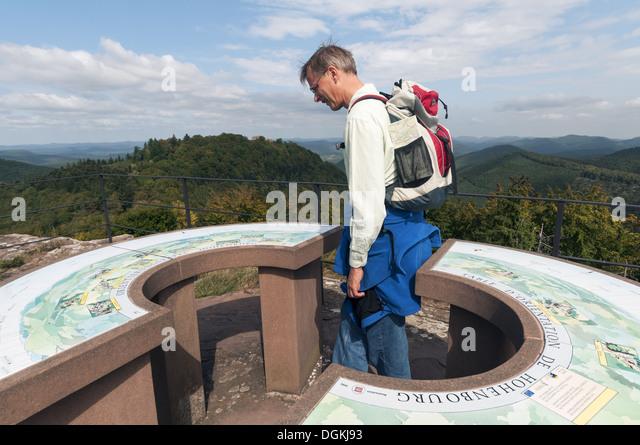 Elk213-1573 France, Alsace, Vosges Regional Park, Hohenburg Chateau lookout with visitor - Stock Image