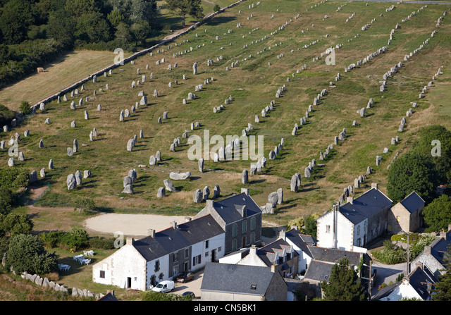 France, Morbihan, Carnac, megaliths alignments of Le Menec (aerial view) - Stock Image
