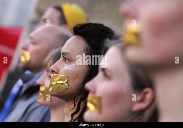Berlin, Germany. 22nd Sep, 2017. Students tape their mouths during a protest action for more democracy before a - Stock Image