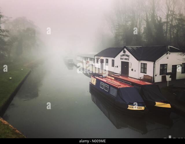 Catteshall Rd, Godalming, UK. 06th Dec, 2016. UK Weather: Foggy in Godalming. UK Weather 6th December 2016: Persistent - Stock Image