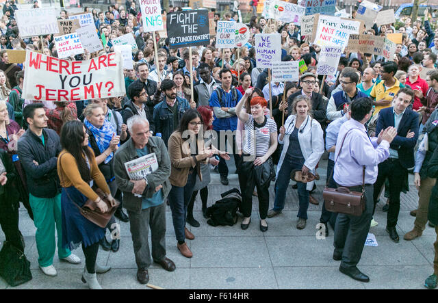 29/09/2015. MANCHESTER, UK.  Junior doctors, who are about to ballot for strike action, demonstrate in Manchester - Stock Image