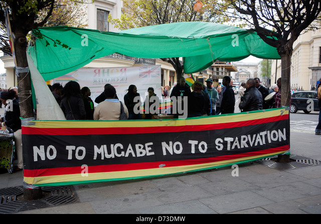 Protestors outside Embassy of Zimbabwe in London: no to Mugabe; no to starvation - Stock Image