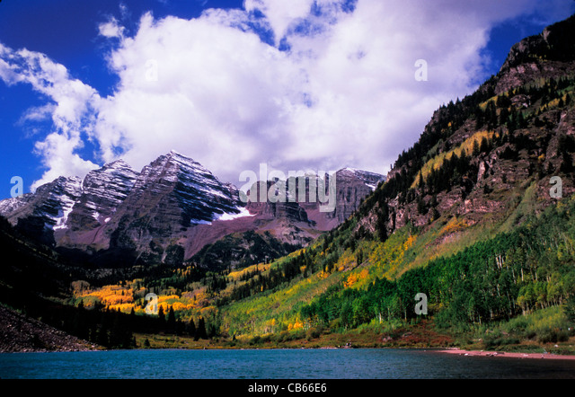 Maroon Lake Maroon Bells peaks in White River National Forest near Aspen Rocky Mountains Colorado USA - Stock-Bilder