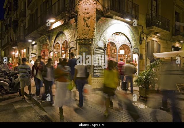 Barcelona Las Ramblas Traditional Patisserie Escriba built 1920 Modernism in the evening - Stock Image