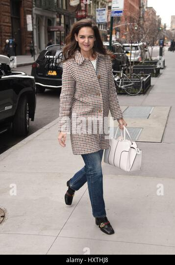 New York, NY, USA. 30th Mar, 2017. Katie Holmes out and about for Celebrity Candids - THU, New York, NY March 30, - Stock-Bilder