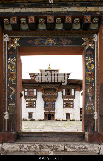 Eastern Bhutan, Trashi Yangtse, old Dongdi Dzong, decorated wooden gateway - Stock Image