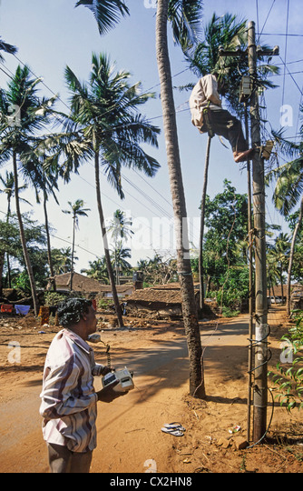 Telecommunication Engineer repairing cable in Goa India - Stock-Bilder