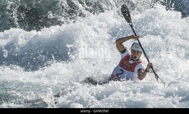Rio De Janeiro, Brazil. 11th Aug, 2016. Spain's Maialen Chourraut competes during the women's Kayak (K1) - Stock-Bilder