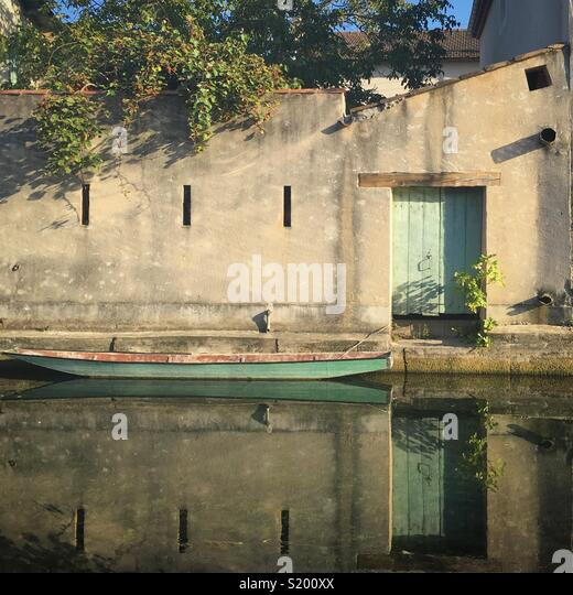 A boat on the water in L'Isle Sur La Sorgue, Provence, France - Stock Image