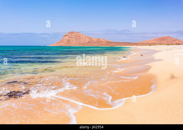 Empty sandy beach and bay near Monte Leao mountain (Sleeping Lion mountain), Sal Island, Cape Verde, Atlantic, Africa - Stock Image