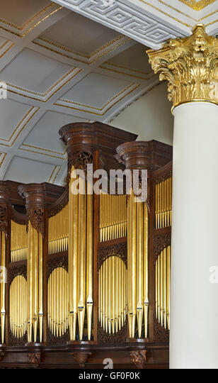 St George's Hanover Square. Organ case and pipes - Stock Image