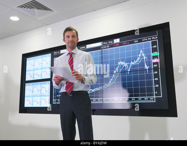 Businessman with graph on screen - Stock Image
