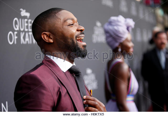Actors David Oyelowo (L) and Lupita Nyong'o (rear R) pose during the Los Angeles premiere of 'Queen of Katwe' - Stock-Bilder