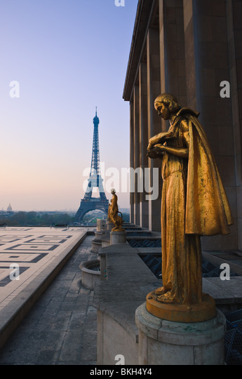 Sunrise at Palais du Chaillot, Trocadero, Paris - Stock Image
