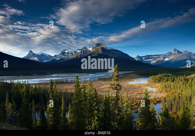 the Howse River and Waputik Mountains, Saskatchewan Crossing, Banff National Park, Alberta, Canada - Stock Image