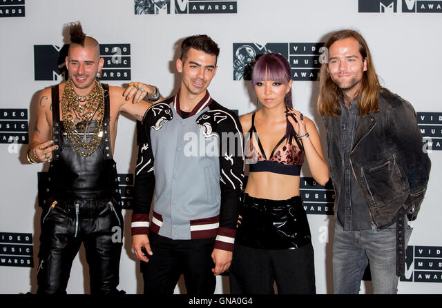 New York, Us. 28th Aug, 2016. Cole Whittle, Joe Jonas, JinJoo Lee and Jack Lawless of DNCE pose in the press room - Stock-Bilder